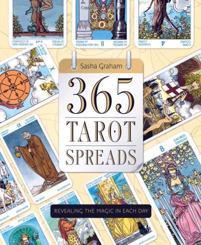 Bild på 365 tarot spreads - revealing the magic in each day